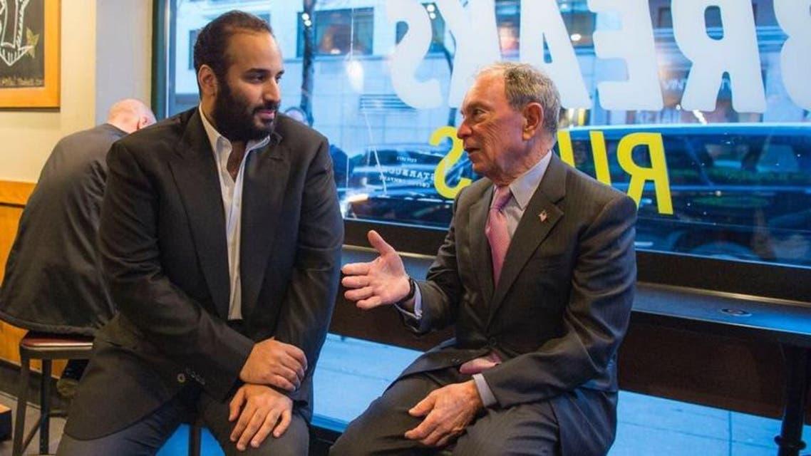 الأمير محمد بن سلمان مع مؤسس بلومبورغ.. وحديث جانبي