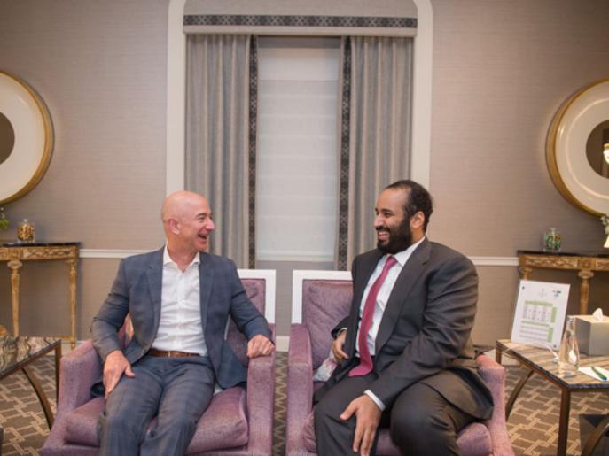 """ولي العهد السعودي يبحث ورئيس """"أمازون"""" فرصاً استثمارية"""