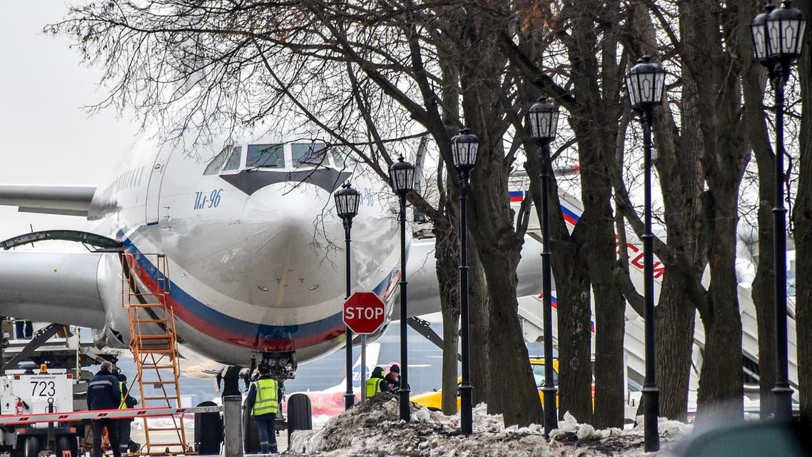 الطائرة الروسية من طراز اليوشين 96 التي أقلت أول دفعة من الدبلوماسيين الروس من أميركا