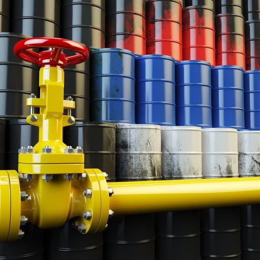 """قصة """"النفط الملوث"""".. روسيا بعين العاصفة وخسائر بمليار دولار"""