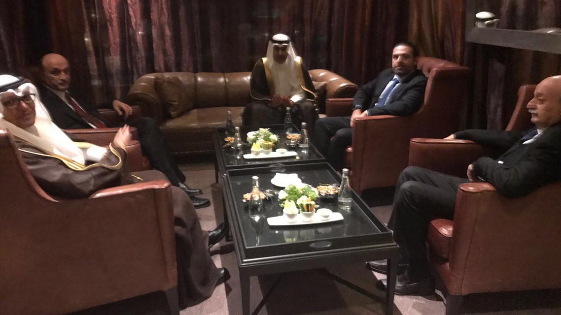 جانب من لقاء المصالحة الذي جمع الحريري وجنبلاط وجعجع بحضور المبعوث السعودي