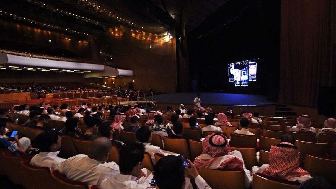 """Saudis attend the """"Short Film Competition 2"""" festival on October 20, 2017, at King Fahad Culture Center in Riyadh. (AFP)"""
