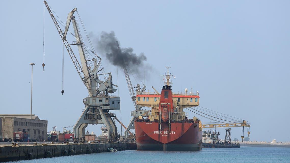 A ship unloads a cargo of fuel at the Red Sea port of Hodeida, Yemen April 1, 2018. REUTERS/Abduljabbar Zeyad