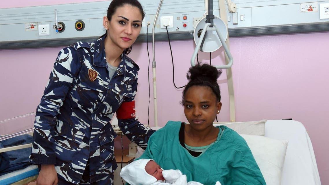 الأأثيوبية وطفلها والرقيب أول