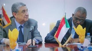 وزير الكهرباء السوداني معتز موسى ووزير الكهرباء المصري محمد شاكر