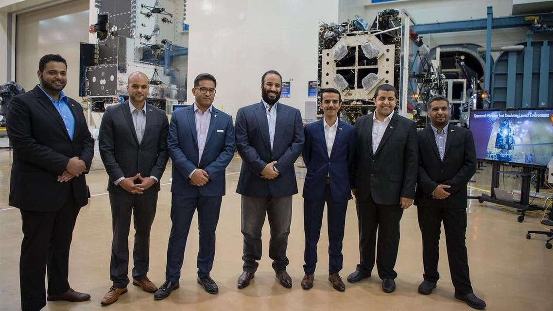 """من هم السعوديين العاملين في قمر """"فوق هام السحب"""""""