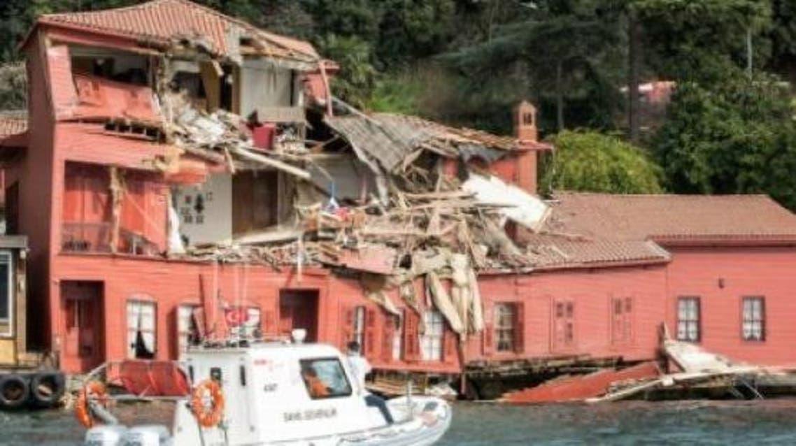 سفينة تصطدم بمبنى تاريخي في إسطنبول