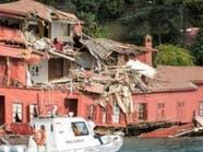 سفينة تصطدم بمبنى تاريخي في اسطنبول