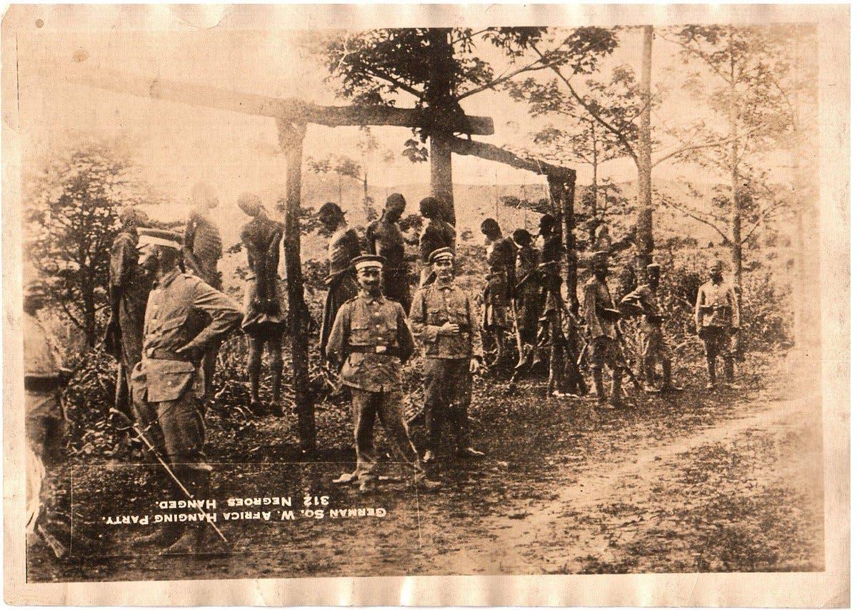 صورة لعدد من عمليات الإعدام التي قادها الألمان ضد أفراد شعب الهيريرو