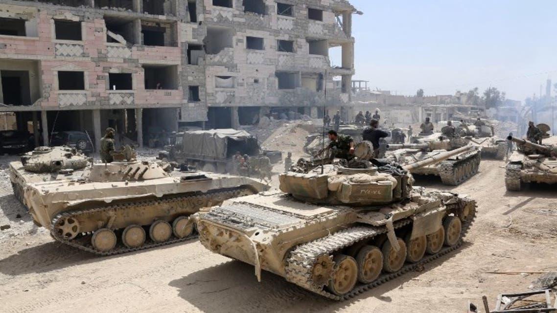 آليات عسكرية تابعة لقوات النظام السوري في دوما