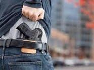 لهذه الأسباب تضاعف إقبال الأميركيين على حيازة السلاح