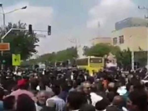 """تجدد الاحتجاجات في إيران.. وهتاف """"اخرجوا من سوريا"""""""