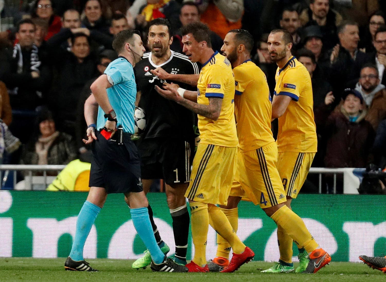 Juventus' Gianluigi Buffon and team mates remonstrate with referee Michael Oliver after he awarded a penalty to Real Madrid. (Reuters)