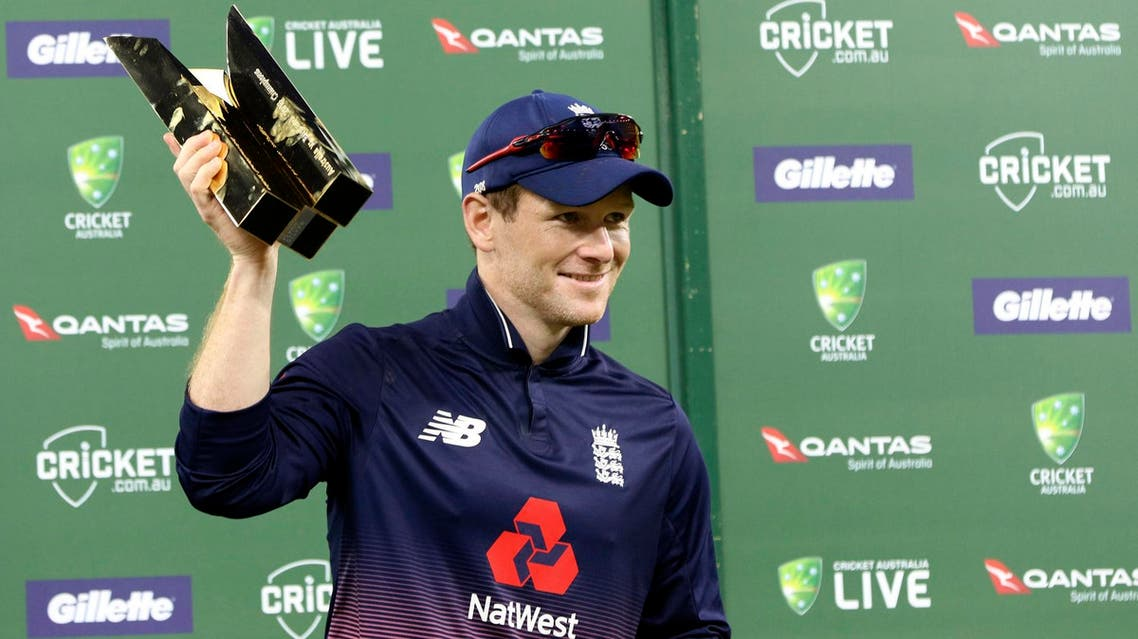Eoin Morgan holds the trophy after his team won the one-day international series in Perth, Australia, on Jan. 28, 2018. (AP)