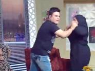 شاهد.. ممثلة مصرية  تضرب المذيع في أحد برامج المقالب