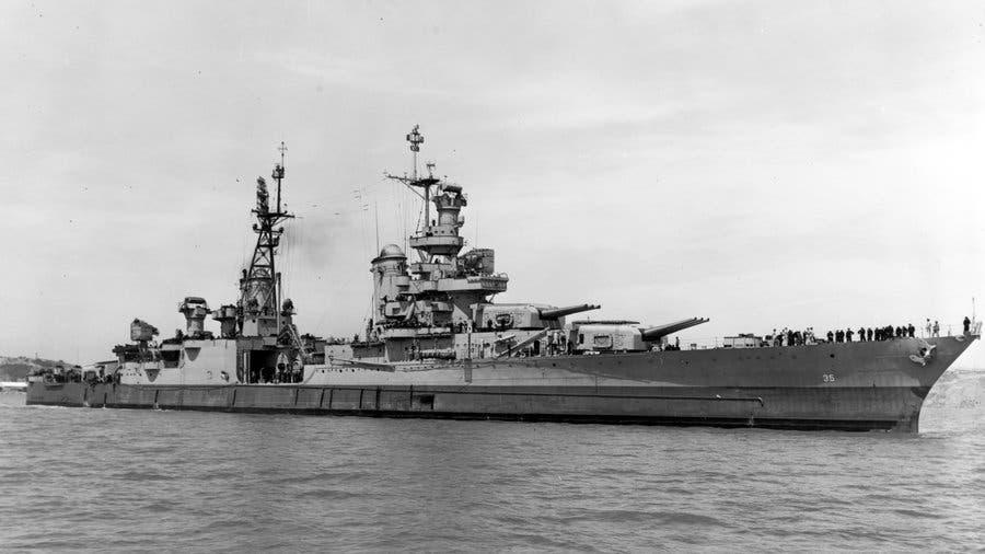 صورة للسفينة الحربية الأمريكية يو أس أس أنديانابوليس