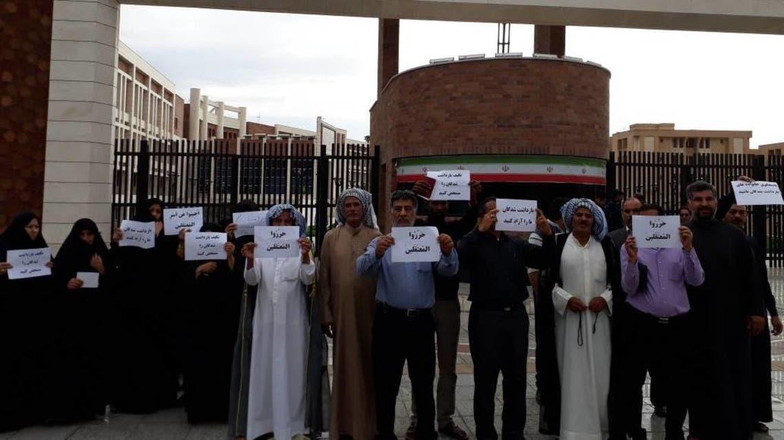 أهالي 500 معتقل باحتجاجات الأهواز يتجمعون.. وهذه مطالبهم