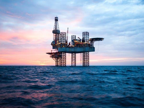 النفط يشق طريقه نحو 80 دولارا مع عودة عقوبات إيران