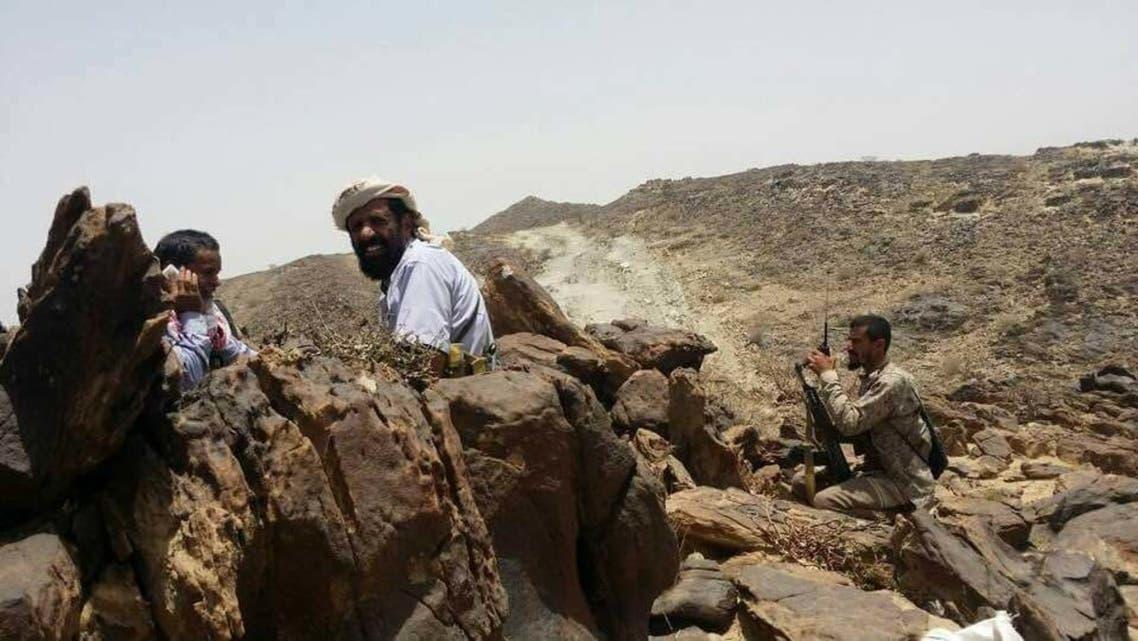 الجيش اليمني والمقاومة الشعبية في احد الجبال بمديرية ناطع بالبيضاء
