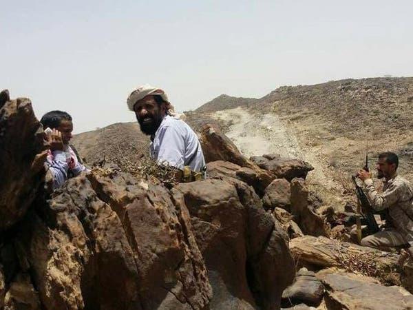خلفت 20 قتيلاً وجريحاً.. اشتباكات بين مسلحين حوثيين وقبليين وسط اليمن