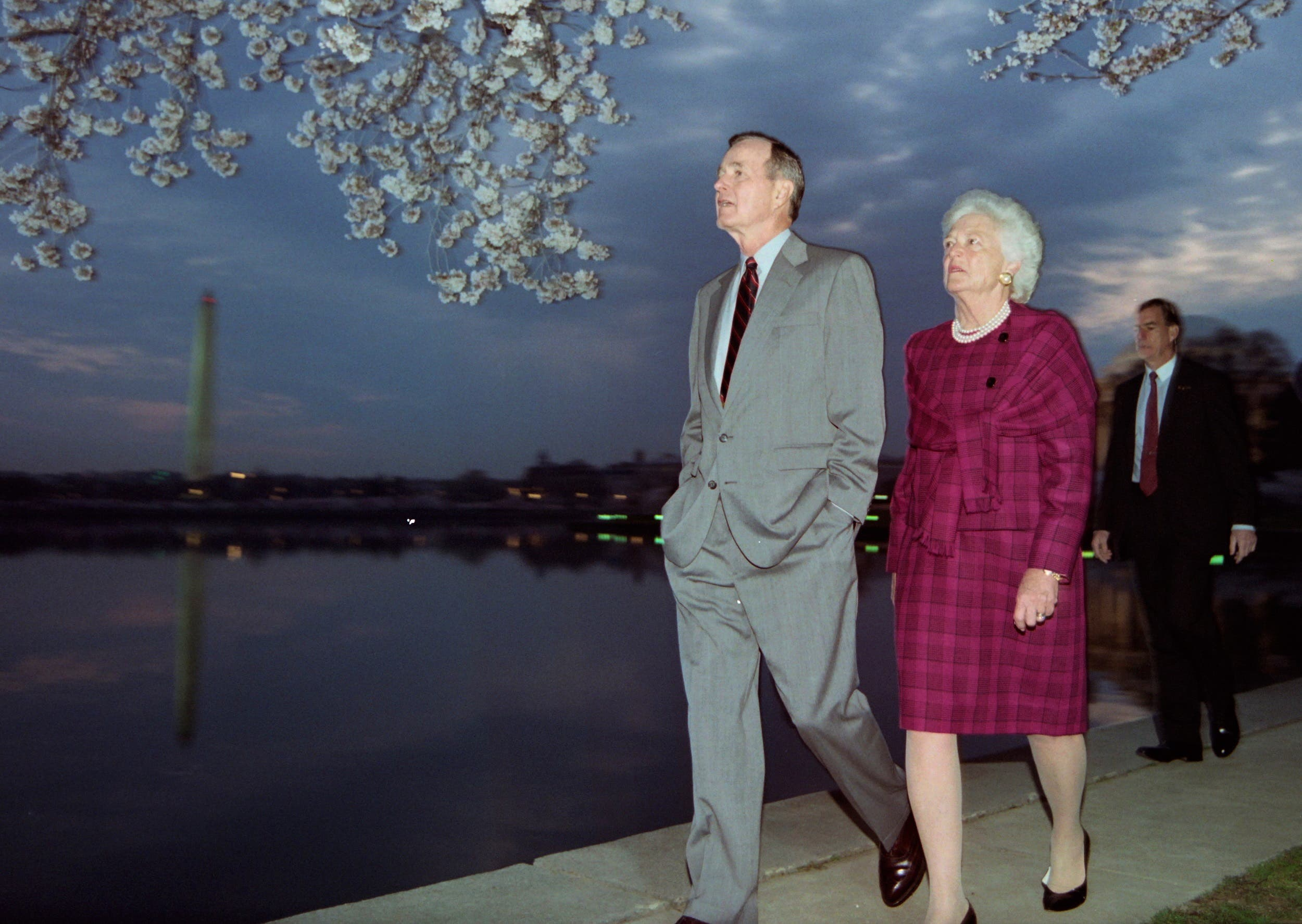 In this file photo taken on April 08, 1992 US President George Bush and First Lady Barbara Bush take an early morning stroll along Washington, DC's, Tidal Basin. (AFP)