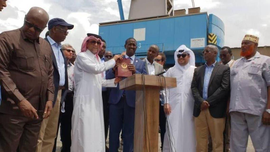 Qatar's Ambassador to Somalia Hassan Hamza Asad Hashim handed over aid from Qatar to the Somali Government