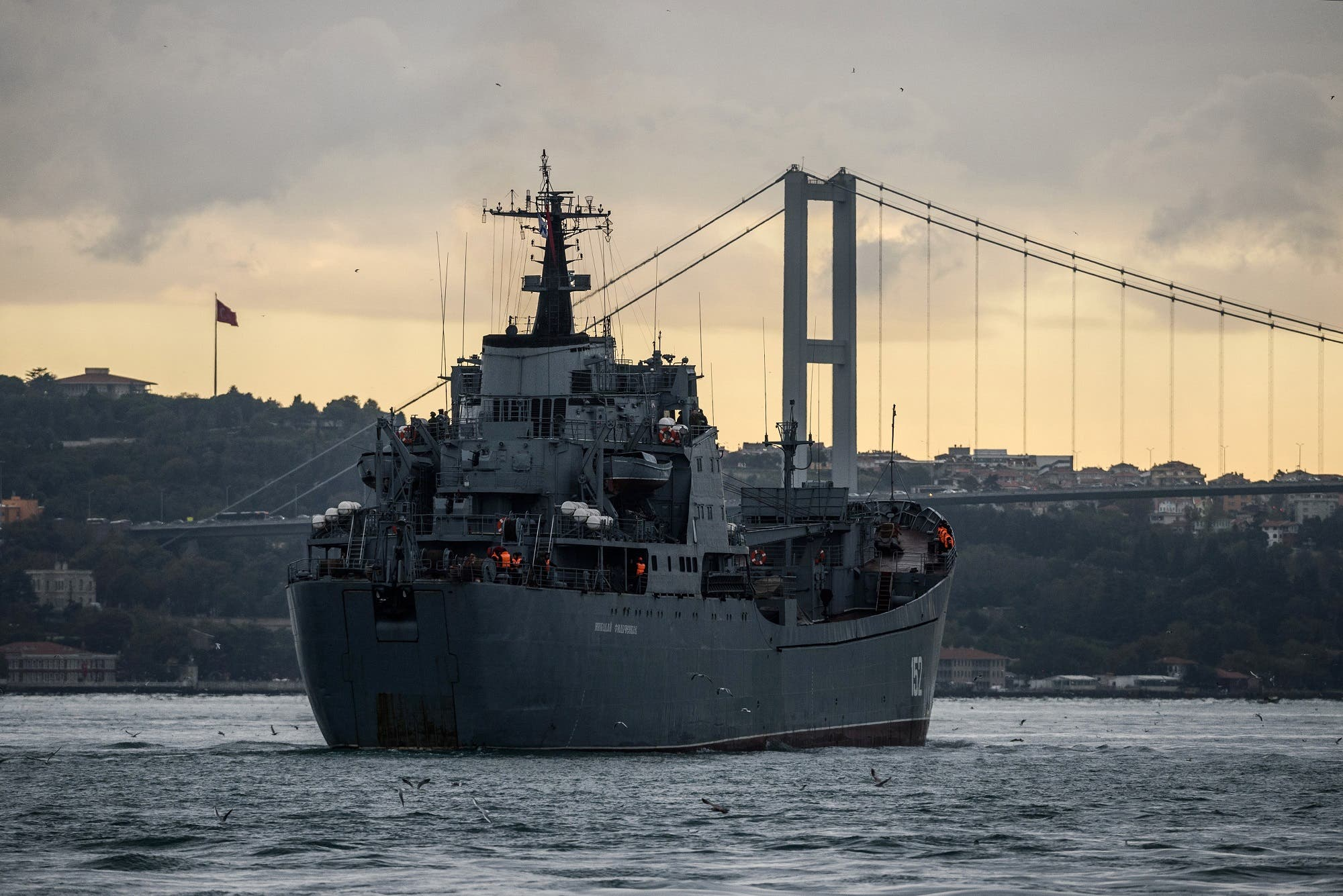 Russian Tapir class landing warship BSF Nikolay Filchenkov 152 passes the Bosphorus Strait off Istanbul on October 18, 2016, believed to be on its way to the Syrian port city of Tartus. (AFP)