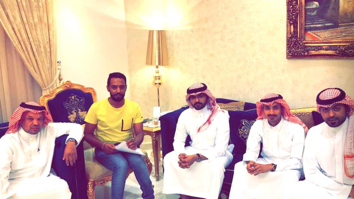 ابناء الضحية مع خالهم خالد