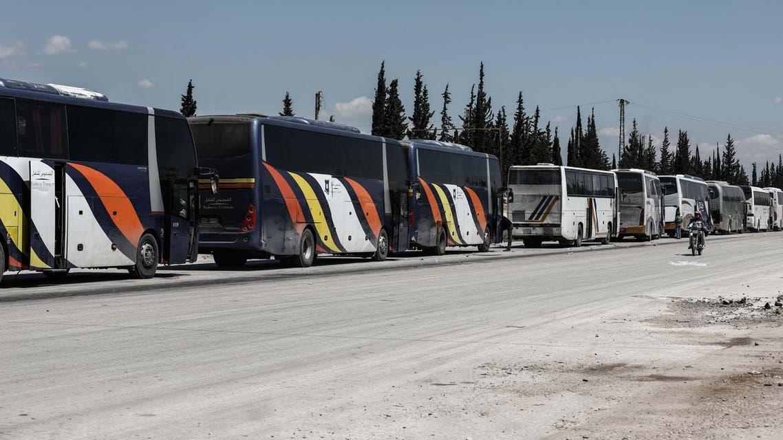 حافلات تقل مقاتلين ومدنيين سوريين من القلمون الشرقي