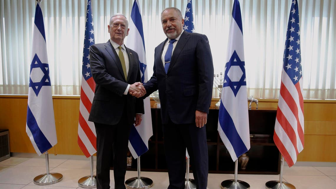 Avigdor Lieberman (R) welcomes US Defense Secretary James Mattis in Tel Aviv on April 21, 2017. (AFP)