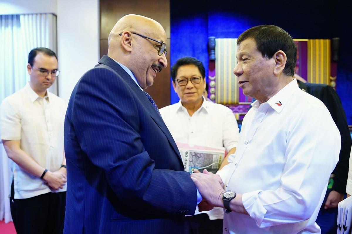 Philippine President Rodrigo Duterte (R) meeting Kuwaiti Ambassador to the Philippines Musaed Saleh Ahmad Althwaikh on Apr. 24. (AFP)
