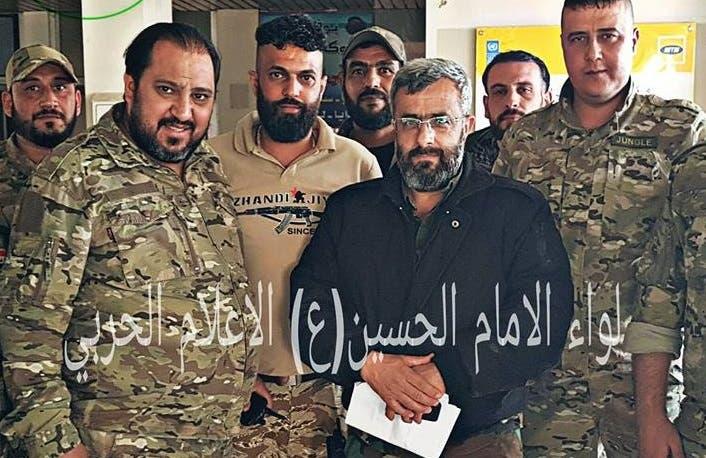 سرهنگ غیاث دلا از فرماندهان لشکر چهارم رژیم سوریه در کنار فرمانده تیپ شبهنظامی امام حسین