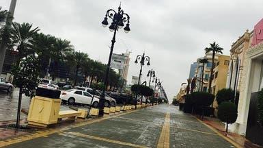 شاهد.. الرياض تغتسل بالأمطار بعد موجة غبار عاصفة