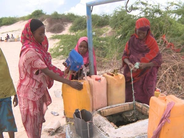 جلب المياه مشقة يومية للقروية الصومالية