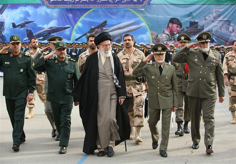 خامنئي وقادته العسكريين