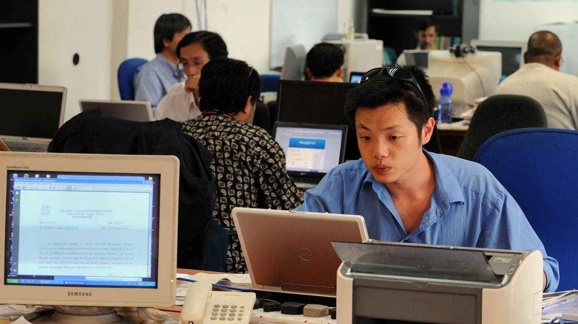 Journalists work on their stories at Malaysiakini office in Kuala Lumpur on November 20, 2008. (File photo: AFP)