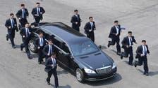 شمالی کوریائی مرد آہن کی کار محافظوں کے حصار میں: ویڈیو