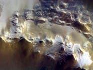 هذه أول صورة للجليد على سطح المريخ
