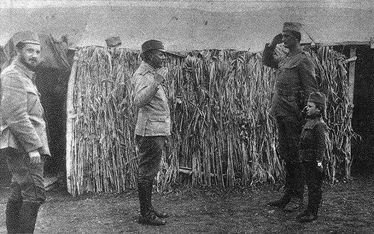 الجندي مومشيلو غافريتش برفقة الكولونيل توخوفيتش