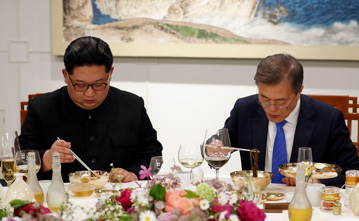 North Korean leader Kim Jong Un, left, and South Korean President Moon Jae-in, right, eat Pyongyang Naengmyeon or cold buckwheat noodles during a banquet at the border village of Panmunjom in the Demilitarized Zone, South Korea. (AP)