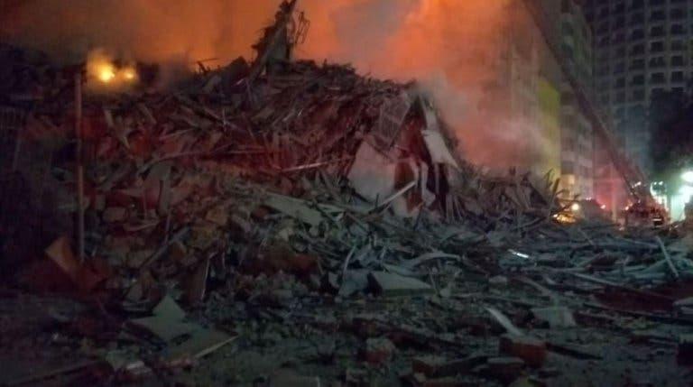 حطام المبنى بعد انهياره