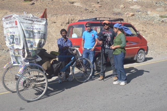 Rickshaw driver Satyen Das with Indrani Chakrabarti and the film's unit in Leh, Ladakh. (Supplied)