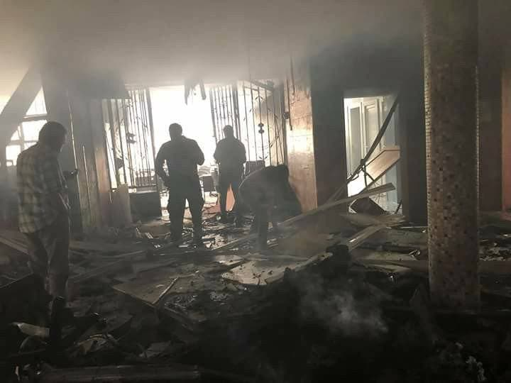 آثار التفجير داخل مقر المفوضية