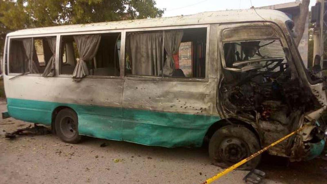 صورة للحافلة المستهدفة من الصحافة الباكستانية