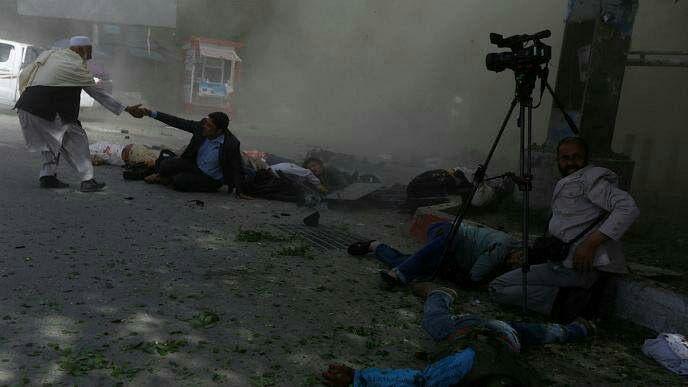 تصویری از انفجار اخیر کابل که جان دستکم 11 خبرنگار را گرفت