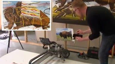 """""""روبوت"""" يرسم لوحات فنية باهظة الثمن"""