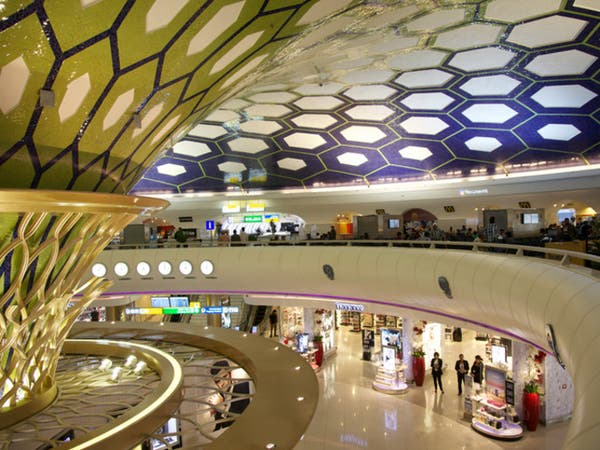 حركة نشطة للسفر عبر مطارات الإمارات
