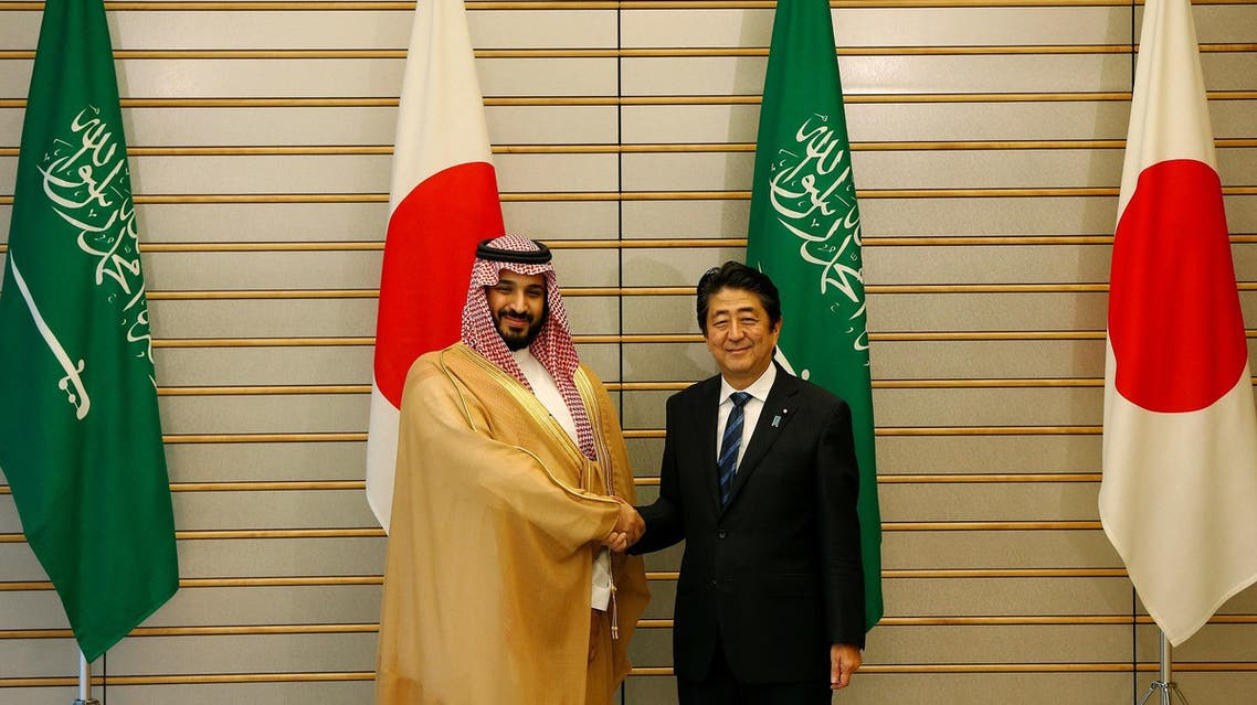 Saudi Crown Prince Mohammad bin Salman with Japan's Prime Minister Shinzo Abe at Abe's official residence in Tokyo on September 1, 2016. (Reuters)