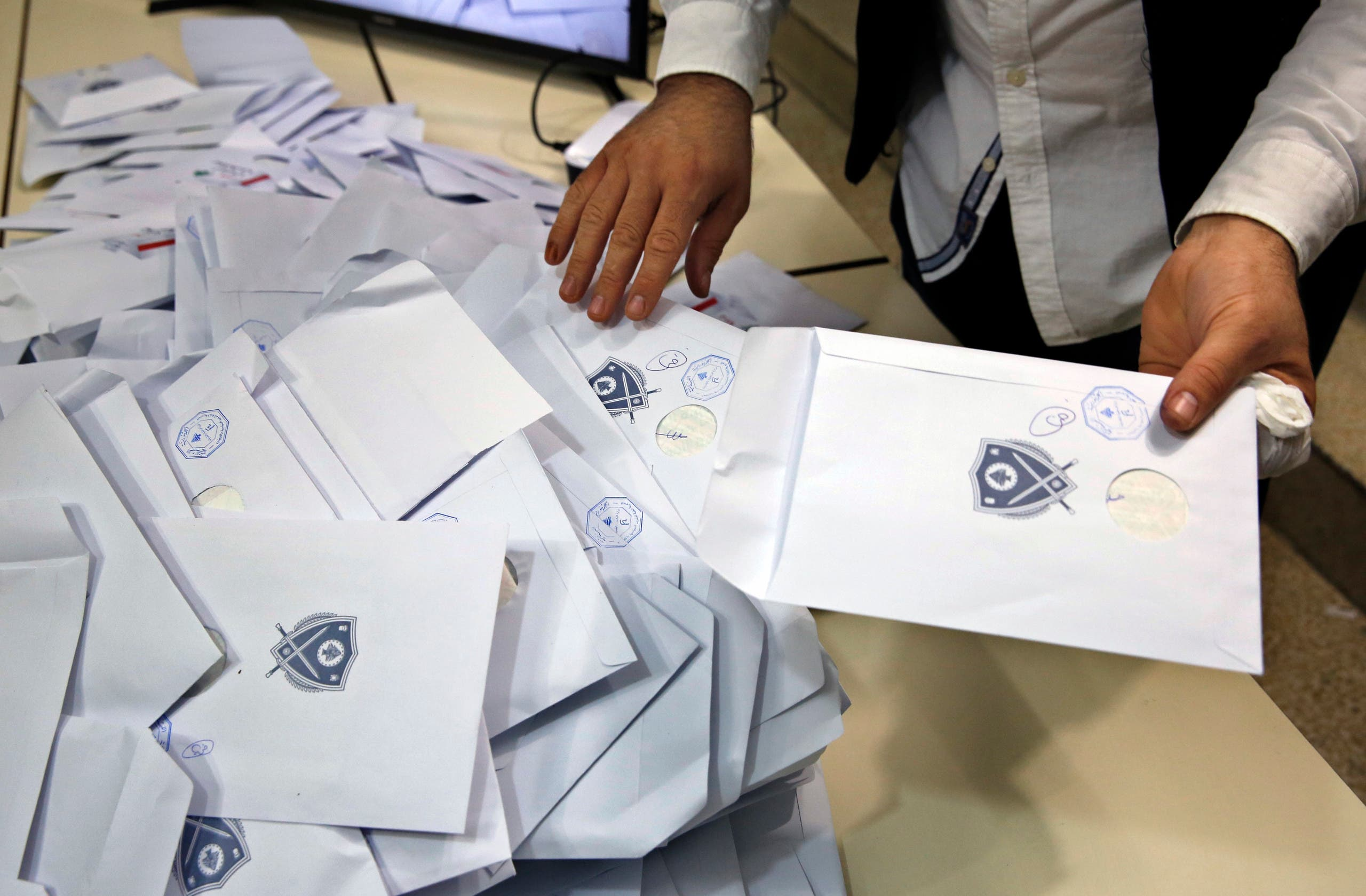 An election official counts ballots shortly after the polling stations closed, in Beirut, Lebanon, Sunday, May 6, 2018. (File photo: AP)