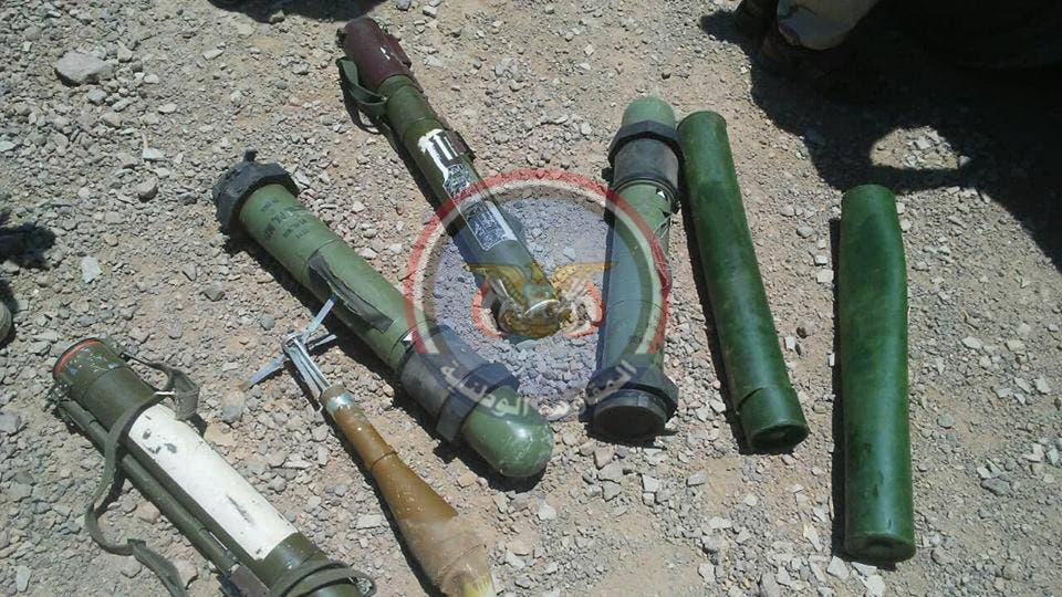 أسلحة تركتها الميليشيا الحوثية قبل فرارها في جبهة الساحل الغربي
